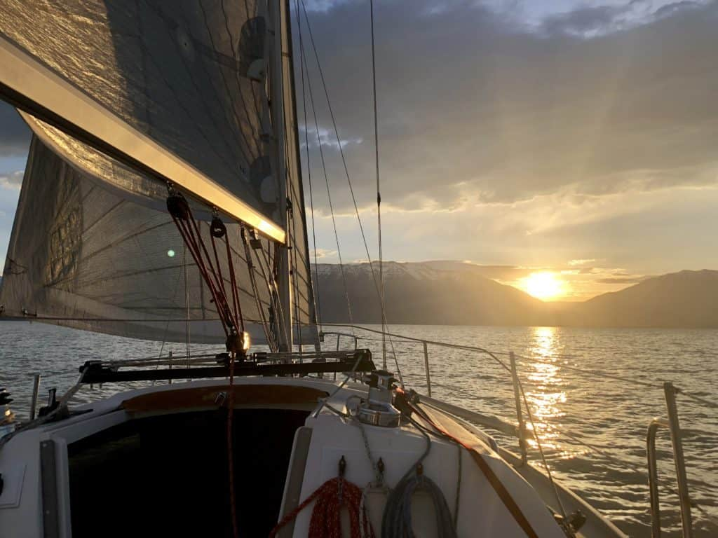Solo sailing and 47 mph wind | Unsinkable 2